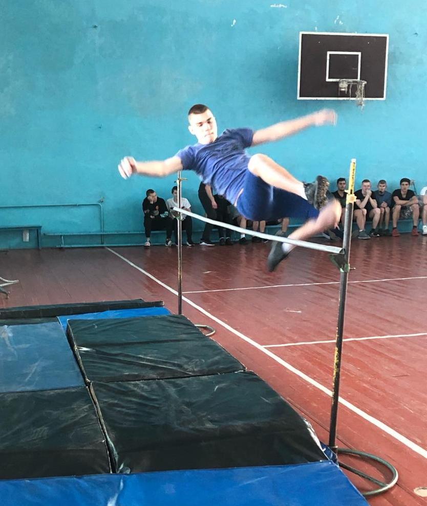 Первенство колледжа по прыжкам  в высоту среди студентов 2-3 курса.